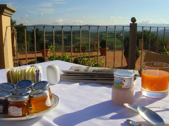 Castello del Nero Hotel & Spa: One of the most amazing views for breakfast!!