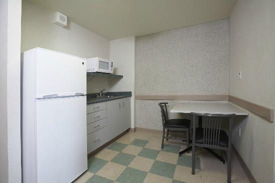 Residence & Conference Centre - Hamilton: Suite - Kitchen