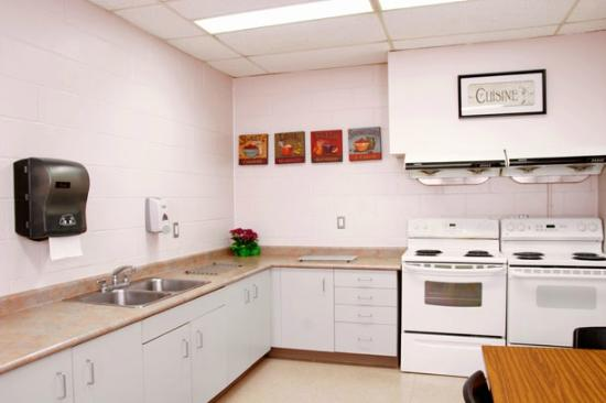Residence & Conference Centre - Hamilton: Common Kitchen
