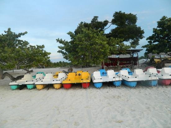 Hotel Playa Pesquero: Pedalos 
