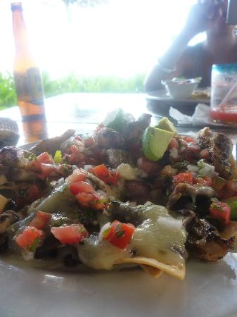 El Pez Colibri Boutique Hotel: nachos at El Pez
