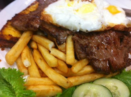 Griselda's Restaurant: Steak Topped with Egg