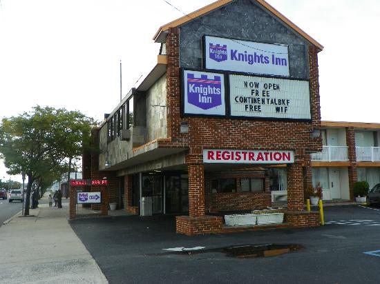 Knights Inn Atlantic City: View from the Outside