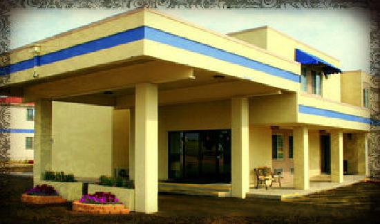 Airport Value Inn & Suites : Main Entertance