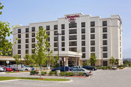 Hampton Inn by Hilton Toronto Airport Corporate Centre: Hotel Exterior