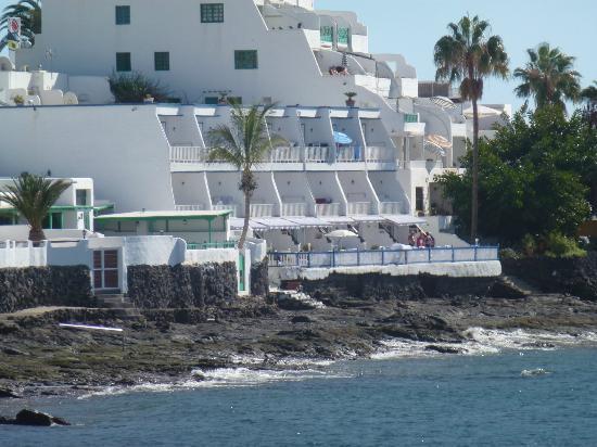 Cabrera Apartments: The apartment block