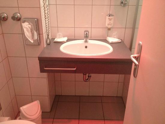 Hotel Rheinpark Rees: Lavabo