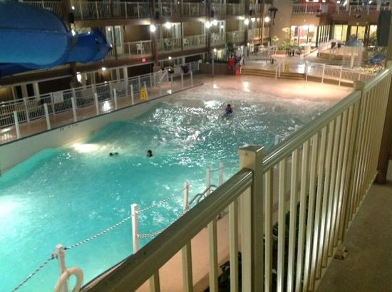 Piscina Interna Con Onde Picture Of Travelodge Ottawa West Ottawa Tripadvisor