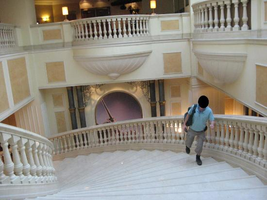 JW Marriott Bucharest Grand Hotel: Nice stairs