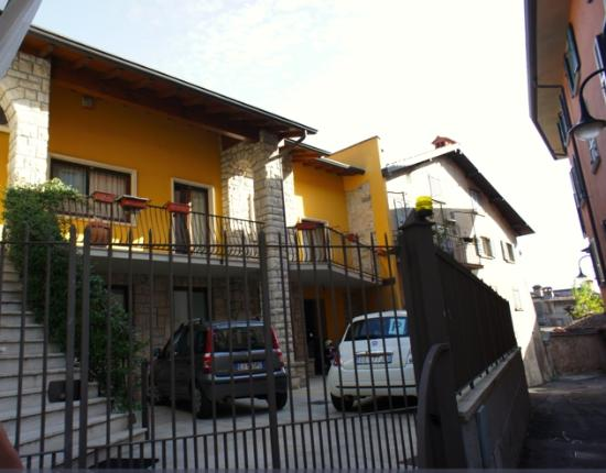 Botton d'Oro B&B: the is the B&B from outside