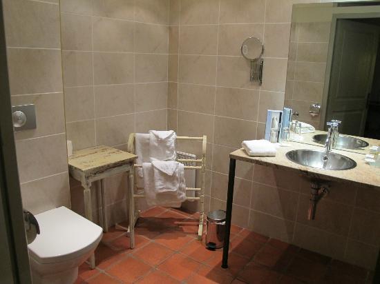 Hostellerie Provencale : salle d'eau à l'italienne