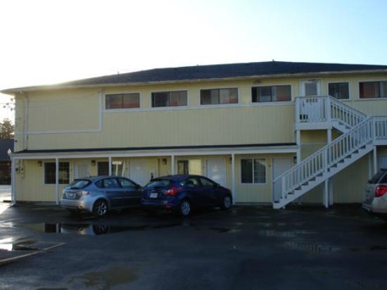 The #1 Coastal Inn and Suites : Motel