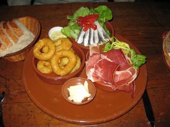 Digor Kalon : Calamari, anchovies, and Serrano ham