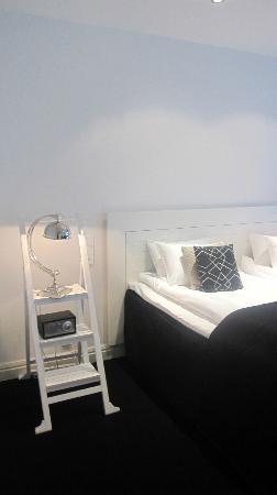 Fabian Hotel: nightstand