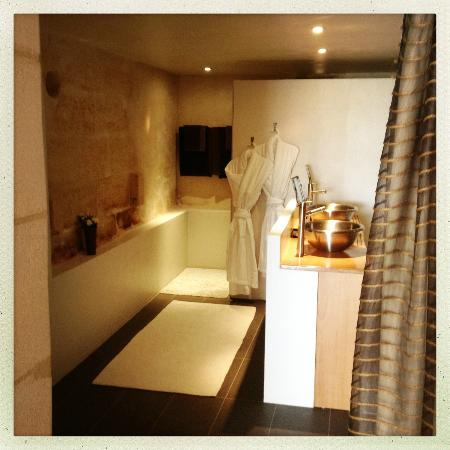 Clos de la Barbanne: Our bathroom