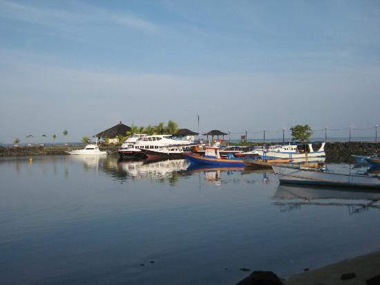 Tasik Ria Resort Manado: Dive boats at Tasik Ria jetty 2012