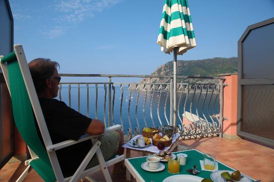 Hotel Porto Roca: Breakfast on our terrace