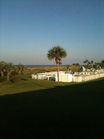 Days Inn & Suites Jekyll Island: 2nd Floor Room View