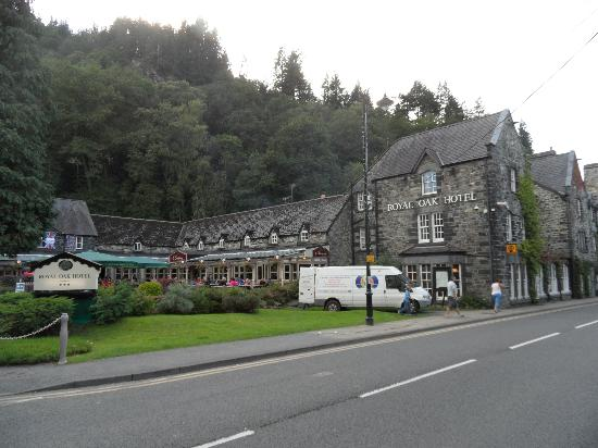 Coed-y-Fron Guest House: Village pub nearby