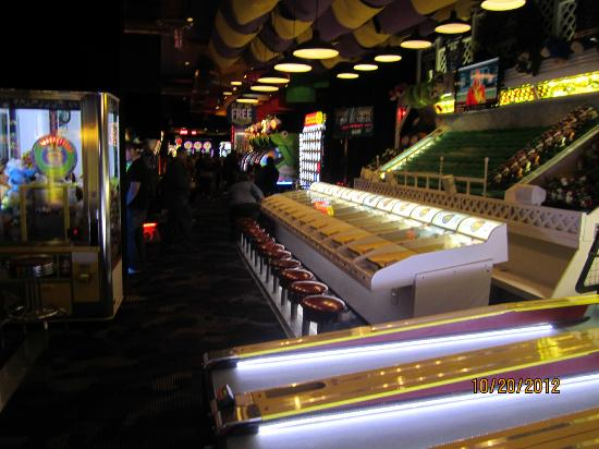 Dave & Busters: Midway arcade