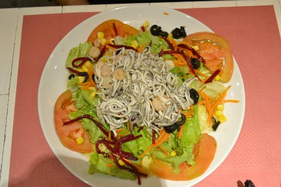 Hotel Pamplona Plaza: enormous eel salad starter