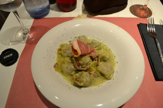 Hotel Pamplona Plaza: artichoke (8!) and ham starter