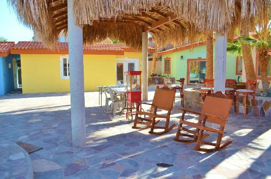 El Tiburon Casitas: Roomy central Patio/WiFi access
