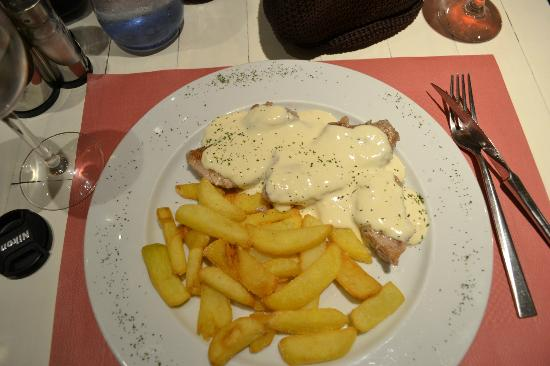 Hotel Pamplona Plaza: solomio (pork loin) and gorgonzola sauce to die for