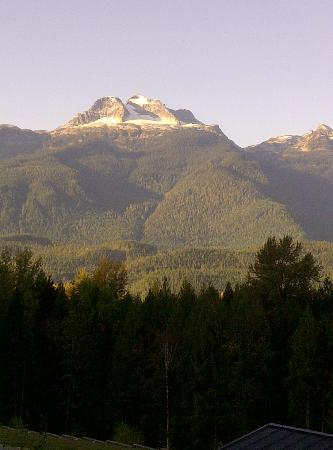 The Sutton Place Hotel Revelstoke Mountain Resort : Sun on the mountain