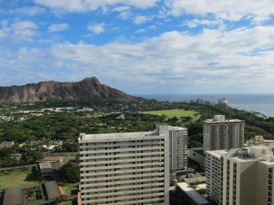 Waikiki Banyan: 2 