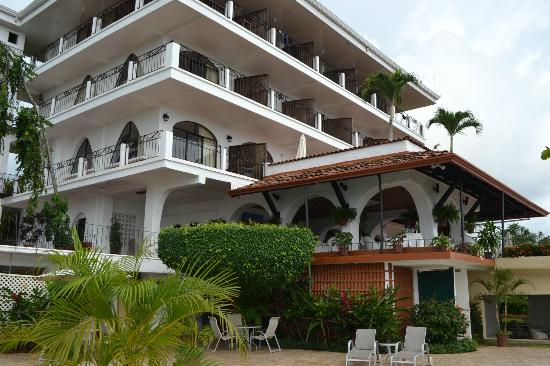 La Mariposa Hotel: The main building, looking up from the pool area