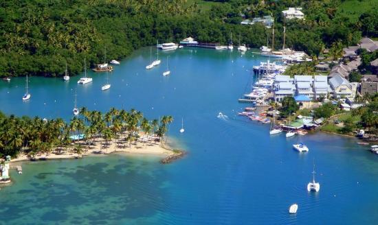 Bateau Mygo Sailing Charters: Marigot Bay