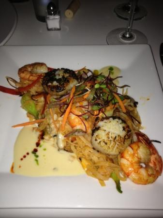 Seafood Pad Thai Yummy Picture Of Jake S Palm Springs