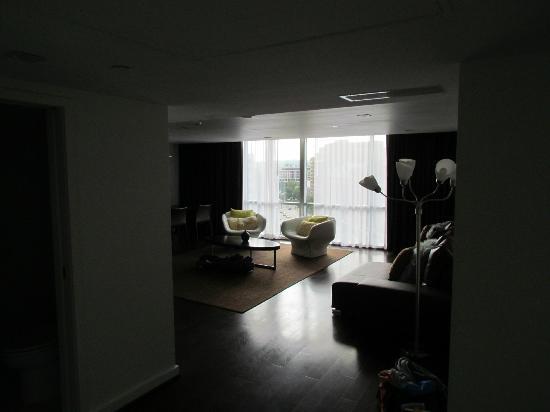 Kimpton Donovan Hotel: Living room in the suite