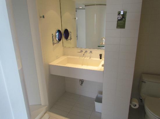 Kimpton Donovan Hotel: Bathroom