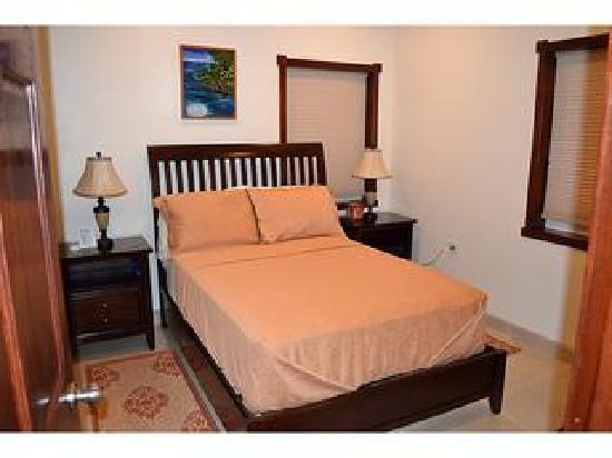 A Belizean Nirvana: Hibiscus bedroom