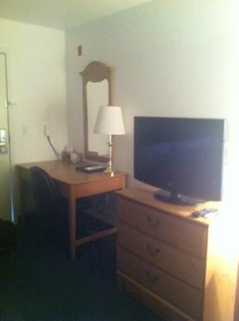 Quality Inn Central: very nice desk, tv and dresser. ample plug-ins for laptops, phones, etc.