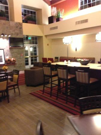 Hampton Inn & Suites Phoenix/Scottsdale: in the breakfast dining area