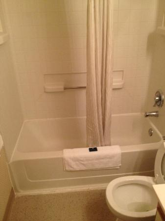 Extended Stay America - Greensboro - Wendover Ave.: Bathrrom