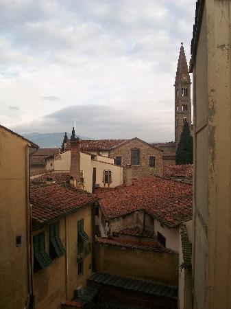 Novella House : Torre da Santa Maria Novela, montanhas e telhados