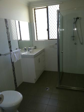 St. Tropez Apartments: Bathroom