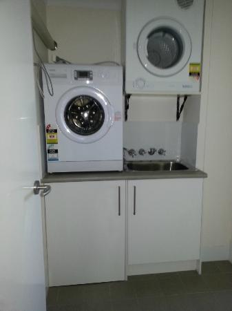 St. Tropez Apartments: Laundry