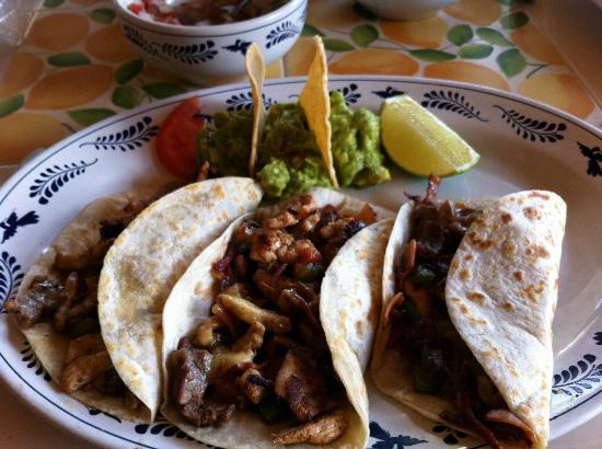 Mahekal Beach Resort: Chef's Loco Tacos - GREAT!