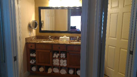 Westgate Town Center Resort & Spa: Bathroom Vanity - Westgate Town Center