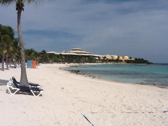 Hotel Barcelo Maya Beach : beach view at barcelo looking towards the colonial palace