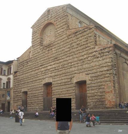 Corte dei Medici: essa é a vista da igreja San Lorenzo quando se está em frente ao hotel