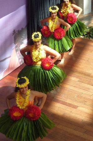 Ala Moana Center : The 1.00 PM Hula Show at Ala Moana centre stage.
