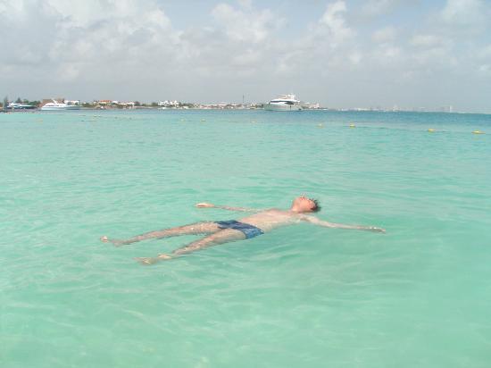 Beachscape Kin Ha Villas & Suites : el agua del mar caribe