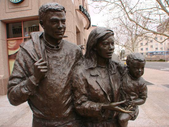 Hyatt Regency Albuquerque: interesting statues