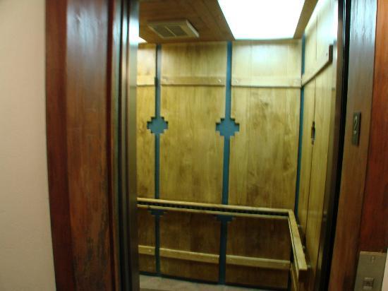 Best Western Plus Rio Grande Inn: elevator